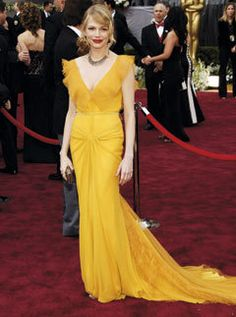 Michelle Williams in Vera Wang at the 2006 Oscars.  One of my all time favorites.