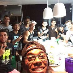 BLOG: Clima excelente: Robinho confraterniza com atletas do Peixe antes de encarar a Lusa +http://brml.co/1ExgnGY