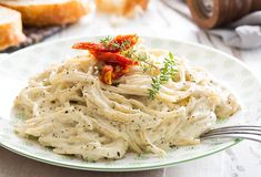 ¿Te te antoja preparar una deliciosa pasta? Prepara nuestra receta de Espaguetti finas hierbas. ¡Tus platillos de ricos a deliciosos!