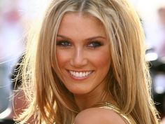 Delta Goodrem. her makeup is so simple and prettyyy