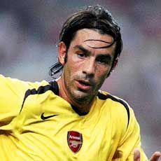 Robert Pires Famous Left Handed People, Soccer News, English Premier League, Arsenal Fc, World Of Sports, Soccer Players, Happy Birthday, Board, World