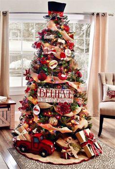 Six Simple Steps to Decorate Your Christmas Tree - Hanging Christmas Wreath #christmas #christmastree #christmasdecor