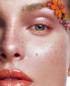 Floral beauty inspiration for your Monday 🌼 Photographer: Model: Makeup: Hair:… Makeup Inspo, Makeup Art, Makeup Inspiration, Style Inspiration, Model Poses Photography, Beauty Photography, Product Photography, Fashion Photography, Cool Face Paint