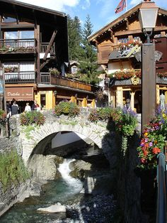 Megève, a village in the Rhone-Alpes region Photo Ski, Great Places, Places To See, Wonderful Places, Architecture France, Beautiful World, Beautiful Places, Chamonix Mont Blanc, Belle France