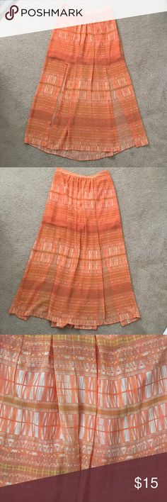 "Orange printed maxi skirt •100% polyester •Has 2 slits in the front •Length is 41.5"" and slits measure 22.5"" from the bottom •The waist is not stretchy and has a zipper on the side •Excellent condition  🎀check out the FREE with purchase items🎀 Forever 21 Skirts Maxi"