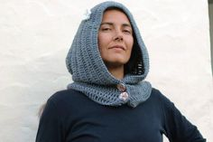 Hooded scarf gray wool crocheted. With two giant by Patchamano, €32.00