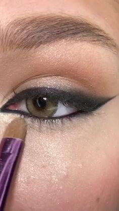 Edgy Makeup, Makeup Eye Looks, Eye Makeup Steps, Eyeliner Looks, Eye Makeup Art, Winged Eyeliner, Cute Makeup, Eyebrow Makeup, Pretty Makeup