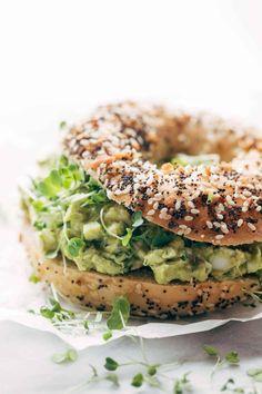 Avocado Egg Sandwiches, Bagel Sandwich, Avocado Egg Salad, Sandwich Recipes, Keto Avocado, Sandwich Ideas, Salad Sandwich, Bagel Toppings, Healthy Bagel