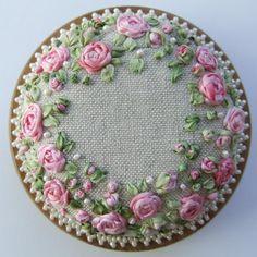 PP13 Rosen und Perlen Nadelkissen rosa Muster und Print kit