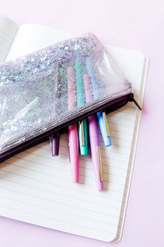This DIY Glitter Pencil Pouch has mermaid and unicorn vibes with chunky glitter inside! Using only 3 items, this FREE tutorial will have you back to school looking cooler than ever! Fun Projects For Kids, Crafts For Kids, Zipper Face, How To Make Glitter, Rainy Day Activities, Perfect Timing, Too Cool For School, Pencil Pouch, Creative Inspiration