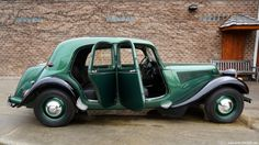 1953 Citroen Traction Avant - VERY RARE ! This Citroen Traction Avant was an impressive piece of tec Vintage Cars, Antique Cars, Vintage Auto, Citroen Traction, Traction Avant, Citroen Ds, Car Car, Land Cruiser, Old Cars