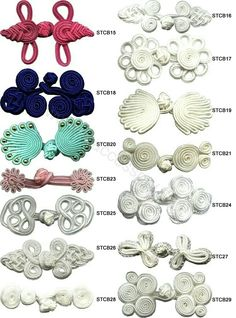 This Pin was discovered by Ays Sewing Hacks, Sewing Crafts, Sewing Projects, Mode Crochet, Diy Buttons, Button Flowers, Button Crafts, Fabric Manipulation, Sewing Techniques