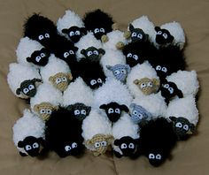 "Mini Sheep ~ Free Amigurumi Pattern PDF Pattern ( click ""download"" oe ""free Ravelry download"")  http://www.ravelry.com/patterns/library/mini-sheep"