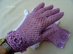Háčkované krajkové rukavičky – hluzdionv – album na Rajčeti Crochet Booties Pattern, Crochet Mittens, Crochet Poncho, Wrist Warmers, Hand Warmers, Crochet Prayer Shawls, Vintage Gloves, Hand Gloves, Crochet Clothes