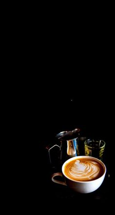 Eine tasse kaffee - New Ideas Coffee And Books, I Love Coffee, My Coffee, Coffee Drinks, Coffee Time, Coffee Beans, Coffee Cups, Coffee Latte, Espresso Coffee