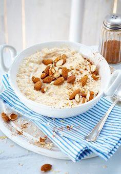 It's so easy to prepare a classic porridge from 2 main ingredients. It's so easy to prepare a classic porridge from 2 main ingredients. Paleo Dessert, Paleo Breakfast, Breakfast Recipes, Free Breakfast, Perfect Breakfast, Desayuno Paleo, Law Carb, Paleo Meal Prep, Porridge Recipes