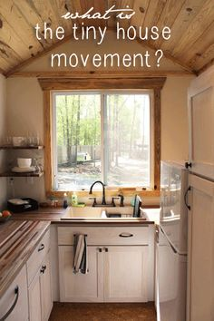The most amazing tiny house kitchen I've ever seen. Go to the website to see the abundant storage space in this tiny kitchen. andrew odom tiny house 033 Andrews Family Tiny Home on Wheels: Rooms and Spaces and Tiny Places Tyni House, Tiny House Living, Small Living, Tiny House Movement, Tiny House Plans, Tiny House On Wheels, Tiny House Design, Home Design, Tiny Spaces