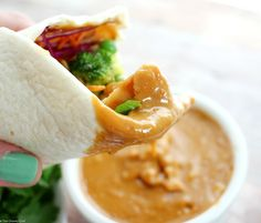 A 5 minute dinner or lunch? Try these spicy Thai peanut chicken wraps. light on time, but crazy good flavor! Thai Peanut Chicken, Slow Cooked Chicken, Creamy Garlic Chicken, Parmesan Crusted Chicken, Baked Chicken, Chicken Sauce, Parmesan Pasta, Greek Chicken, White Chicken