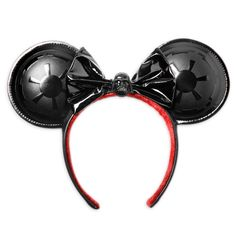Join the fashionable dark side and you'll ''Rule the Galaxy'' in this Darth Vader Ear Headband. Created by Her Universe, and inspired by the signature Minnie headwear, it features a PVC bow with the Dark Lord at its center, while the domed ears have a raised Galactic Empire symbol.