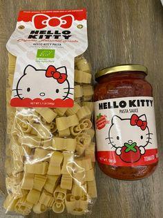 Hello kitty novelty: pasta shaped hello kitty and hello kitty pasta tomato sauce Cute Food, Yummy Food, Hello Kitty House, Chef Boyardee, Hello Kitty Themes, Cute Kawaii Drawings, I Want To Eat, Aesthetic Food, Japanese Food