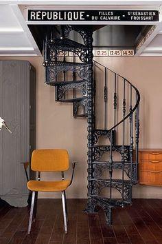 Escalier style Paris à la Belle Epoque (6 vivre coté paris chez delphine pariente on charliestine.net)