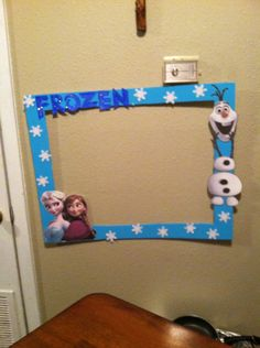 Frozen Photo Booth Frame DYI