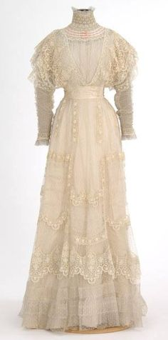 White lace summer dress, 1900-1910.