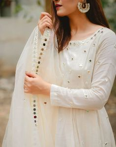 Stylish Dress Designs, Stylish Dresses For Girls, Designs For Dresses, Simple Dresses, Fancy Dress Design, Nice Dresses, Pakistani Fashion Party Wear, Pakistani Dresses Casual, Indian Gowns Dresses