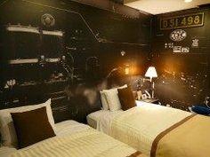 群馬県高崎市の鉄道マニア垂涎のホテルホテルメトロポリタン高崎を紹介するよ このホテルにはデゴイチの愛称で知られる蒸気機関車SLD51をコンセプトにした客室があるよ 室内にはD51の原寸大の壁紙やオリジナルコンテンツが観られるタッチパネルなど至るところにSLファンに楽しんでもらえる仕掛けがあるからぜひ利用してみよう tags[群馬県]
