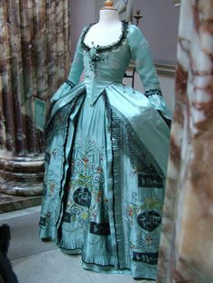 "10. Close fitted gown from the mid to late 18th century, the text calls a ""robe a l'Anglaise"". A typical style commonly worn in England which differs from the french style which is draped a long the back and less exaggeration of the panniers on the hip"