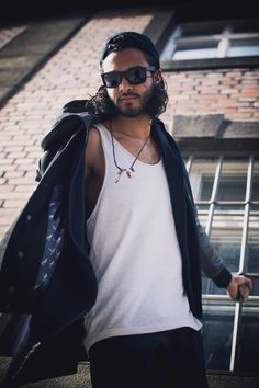 Streetstyle : Black Leather Bomber Jacket, Black Hoodie, DP Sons Snapback Cap in black, in combination with a white tanktop, black denim jeans and sunglasses