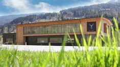 In der Wohnmanufaktur Kröll.Winkel in Taxenbach herrscht die pure Freude bei der kreativen und handwerklichen Arbeit mit den natürlichsten und wohltuensten Werkstoffen. Holz, Stein, Glas, Stahl und feine Stoffe.