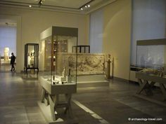 old-new-display-cases-altes-museum.jpg (1024×768)