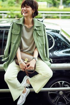 Choosing Your Fashion Photography School – PhotoTakes Green Outfits For Women, Trendy Clothes For Women, Summer Dresses For Women, Dress Summer, Tokyo Street Style, Casual Street Style, Street Style Women, Womens Power Suit, Japanese Outfits