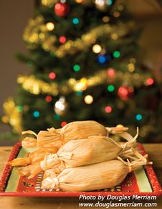 Maple Pumpkin Tamales Entree Recipes, Mexican Food Recipes, Holiday Recipes, Great Recipes, Holiday Treats, Ethnic Recipes, How To Make Tamales, Mexico Christmas, Mexican Tamales