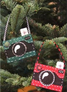 This may be your best Christmas decoration yet! This Felt Camera DIY Christmas Ornament is incredibly cute, perfect for anyone who loves cameras or capturing the moment, and makes for great homemade gift ideas.