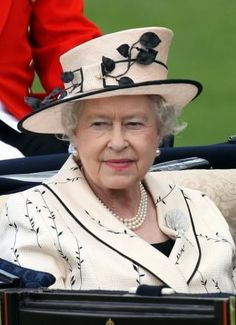 The Queen wearing the The Queen Mother's Shell Brooch.