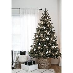 10 Christmas Tree Decorating Ideas ❤ liked on Polyvore featuring home, home decor and holiday decorations