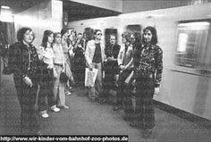 Tina ( 2e à gauche) Station To Station, West Berlin, Self Destruction, Gauche, Abandoned, Crime, Cinema, Film, Books