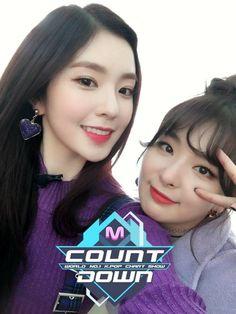 Red Velvet Irene and Seulgi💛 Irene Red Velvet, Red Velvet Seulgi, Park Sooyoung, Kim Yerim, Girl Bands, Daegu, Korean Women, Korean Girl Groups, Kpop Girls