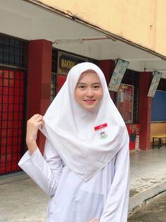 Beautiful Hijab Girl, Beautiful Asian Girls, Beautiful Models, Arab Girls Hijab, Girl Hijab, Hijab Dp, Hijab Fashionista, Blonde Beauty, Muslim Women