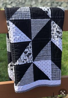 Neutral baby quilt - Black & White Woodland Baby Quilt Crib Quilt Gender Neutral Quilt Woodland Nursery Modern Baby Gift Toddler Quilt Ready to Ship – Neutral baby quilt Baby Patchwork Quilt, Baby Boy Quilts, Modern Baby Quilts, Quilt Modern, Black And White Quilts, Black And White Baby, Toddler Gifts, Baby Gifts, Neutral Baby Quilt