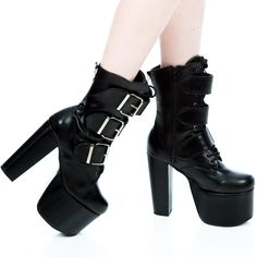 Another one of those edgy, rebellious days I mentioned before. Totally an up-in-the-air kinda day. *giggles all over the bad joke* Pretty Shoes, Beautiful Shoes, Punk Fashion, Fashion Shoes, Shoes Heels Boots, Heeled Boots, Dr. Martens, Gothic Shoes, Thick Heels