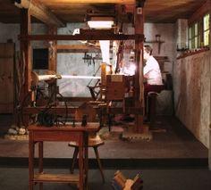 Der Plattstichwebstuhl im Webkeller des Museums