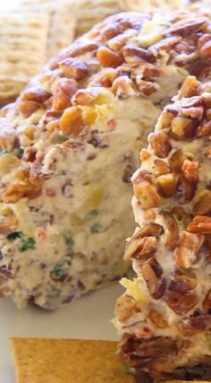 Cheese Ball Hawaiian Cheese Ball ~ a cream cheese ball with crushed pineapple, green onions, and bell pepper. a crowd pleaser!Hawaiian Cheese Ball ~ a cream cheese ball with crushed pineapple, green onions, and bell pepper. a crowd pleaser! Finger Food Appetizers, Appetizer Dips, Yummy Appetizers, Appetizers For Party, Appetizer Recipes, Dip Recipes, Cooking Recipes, Jalapeno Recipes, Christmas Appetizers