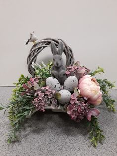 Easter Flower Arrangements, Easter Flowers, Floral Arrangements, Christmas Advent Wreath, Easter Specials, Easter Parade, Arte Floral, Deco Table, Easter Wreaths