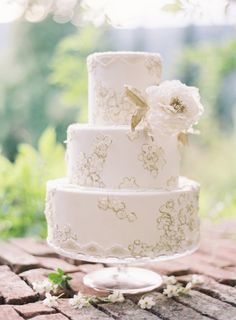 Gold detailed wedding cake: http://www.stylemepretty.com/2014/03/26/an-italy-workshop-the-wedding-inspiration/   Photography: Jose Villa - http://josevillablog.com/