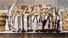 Icebox Cookie Cake With Chocolate Chip Cookies, Hot Fudge Topping, Frozen Whipped Topping Ice Cream Desserts, Köstliche Desserts, Frozen Desserts, Summer Desserts, Delicious Desserts, Dessert Recipes, Frozen Treats, Cupcake Recipes, Frozen Pies