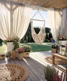 Balcony Privacy, Balcony Garden, Privacy Screens, Backyard Patio Designs, Backyard Landscaping, Backyard Layout, Backyard Decks, Pergola Designs, Outdoor Spaces