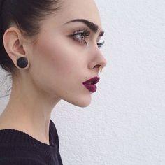 Maquillaje y peinados que van perfecto con un piercing de septum